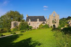 Abbaye de Beauport i Paimpol, Brittany Arkivbild