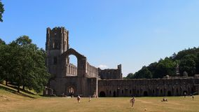 Abbaye de fontaines dans Yorkshire, Angleterre du nord images libres de droits