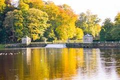 Abbaye de fontaines de scène de lac Photographie stock