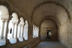 Abbaye de Montmajour i Frankrike Royaltyfria Foton