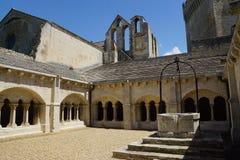Abbaye de Montmajour i Frankrike Arkivbilder