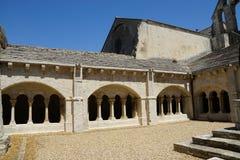 Abbaye de Montmajour i Frankrike Arkivbild