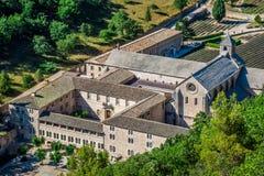 Abbaye de Senanque cerca del pueblo Gordes, región de Vaucluse, Provenc Imágenes de archivo libres de regalías