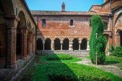 Abbazia di Vezzolano, cloître Photographie stock libre de droits