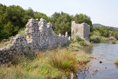 Abbellisca Butrint Albania con il mare ionico e le montagne immagine stock libera da diritti