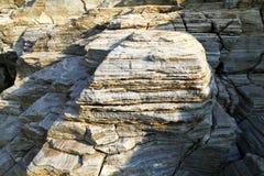 Abbellisca con acqua e rocce nell'isola di Thassos, Grecia, accanto allo stagno naturale chiamato Giola Fotografie Stock Libere da Diritti