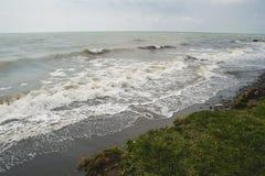 Abbellisca dal mare, l'acqua increspata, abbassante il cielo Fotografia Stock