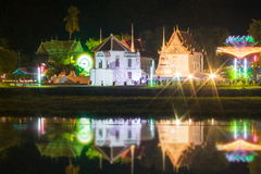 Abbellisca il fiume del krang di Sakae alla notte, thani di Uthai Fotografia Stock Libera da Diritti