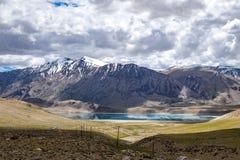 Abbellisca intorno al TSO di Kyagar vicino al TSO Moriri in Ladakh, India Immagini Stock