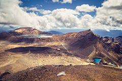 Abbellisca la vista dei laghi verde smeraldo e del paesaggio vulcanico, Tongariro, NZ Fotografie Stock Libere da Diritti
