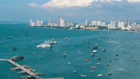 Abbellisca la vista della spiaggia della città di Pattaya e del golfo del Siam in Tailandia La Tailandia, Pattaya, Asia archivi video