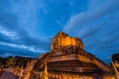 abbellisca la vista di pagoda molto grande a Wat Jedi Luang, Chiangm fotografia stock