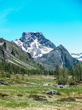 abbellisca la vista negli angoli spettacolari dell'alpe di Devero in a Fotografia Stock Libera da Diritti