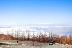 Abbellisca la vista sopra la linea della nuvola con le alpi del Giappone sulla quinta st Fotografia Stock