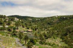 Abbellisca la vista sulla valle vicino alla città di Valle Gran Rey Immagini Stock