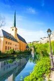 Abbey de Neumunster på den Alzette floden, Luxembourg Fotografering för Bildbyråer