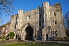 Abbey Gateway em St Albans fotos de stock