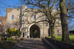 Abbey Gateway i St Albans Royaltyfri Fotografi