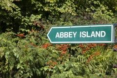 Abbey Island Sign, playa de la bahía de Derrymore, Irlanda Imagenes de archivo