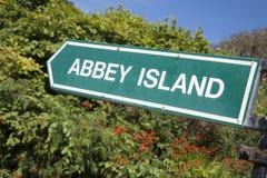 Abbey Island Sign, playa de la bahía de Derrymore, Irlanda Fotos de archivo libres de regalías