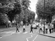 Abbey Road-Überfahrt in London Schwarzweiss Stockfotografie