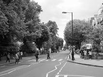 Abbey Road-Überfahrt in London Schwarzweiss Lizenzfreies Stockfoto