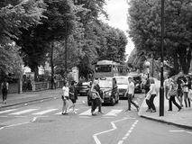 Abbey Road korsning i svartvita London Arkivfoton