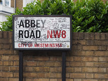 Abbey Road undertecknar in London Arkivfoton