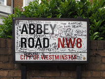 Abbey Road undertecknar in London Royaltyfria Bilder