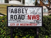 Abbey Road undertecknar in London, hdr Royaltyfri Fotografi