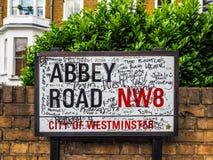 Abbey Road undertecknar in London (hdr) Fotografering för Bildbyråer