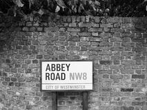 Abbey Road undertecknar in svartvita London Royaltyfri Foto