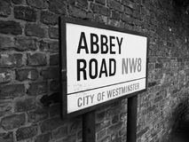 Abbey Road undertecknar in svartvita London Arkivbild