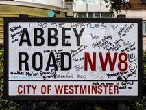 Abbey Road unterzeichnen herein London (hdr) Stockbilder