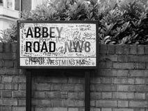 Abbey Road unterzeichnen herein Schwarzweiss London Lizenzfreies Stockbild