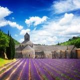 Abbey Senanque- und Lavendelfeld, Frankreich Lizenzfreie Stockfotografie