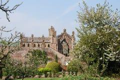 abbeyen arbeta i trädgården melrose Arkivbilder