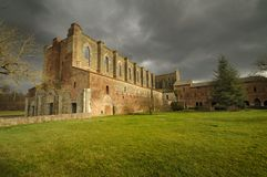 Abbeyen av San Galgano Royaltyfri Fotografi