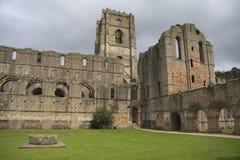 abbeyen cloisters springbrunnar Arkivfoton