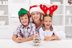 Abbiamo finito il nostro albero di Natale del pane dello zenzero Immagine Stock