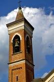 Abbiate alt in Italien die Wand und die Kirchturmglocke Lizenzfreie Stockfotos