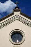 Abbiate cruza la iglesia Varese Italia la ventana color de rosa vieja d soleada Imagen de archivo