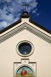 Abbiate Italia de la iglesia de la ventana de Rose la iglesia vieja de la terraza de la pared Fotografía de archivo