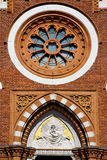 Abbiate Varese Italia de la iglesia de la ventana de Rose la terraza vieja de la pared Imagen de archivo libre de regalías