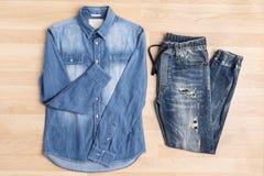 Abbigliamento casuale di modo del denim dei jeans immagini stock libere da diritti