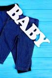 Abbigliamento del tralicco del bambino sulla vendita Fotografia Stock