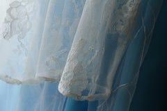 Abbigliamento della neonata che appende sulla corda da bucato Fotografia Stock Libera da Diritti