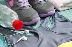 Abbigliamento e scarpe di sport per l'allenamento Fotografia Stock