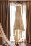 Abbigliamento nuziale che aspetta la sposa Fotografia Stock
