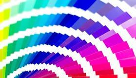 Abbildung auf Schwarzem Probe färbt Katalog Mehrfarbiger heller Hintergrund RGB CMYK Druckhaus Stockfoto